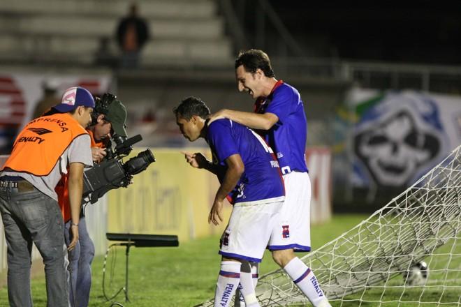 Davi e Alex Afonso mandam aquele recado esperto após o gol contra o América   Pedro Serápio / Gazeta do Povo