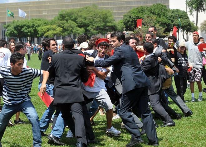 Manifestantes enfrentaram seguranças na Esplanada dos Ministérios | Marcello Casal Jr./ABr