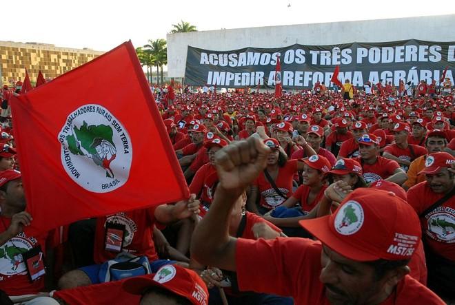 Sem-terra têm protestado em todo o Brasil pedindo a revisão dos índices de produtividade, prometida por Lula | Wilson Dias/ABr
