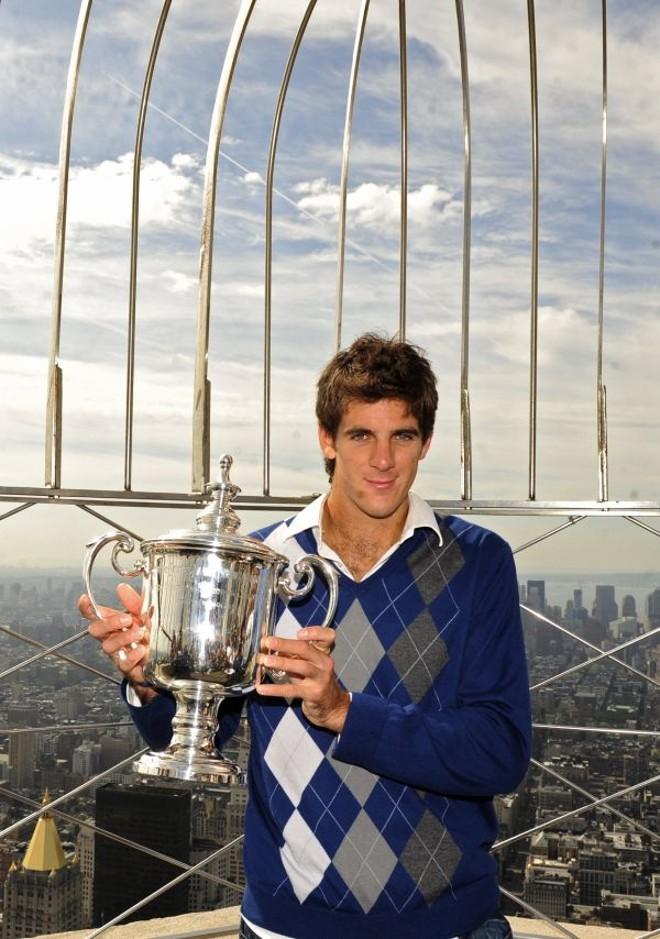 Del Potro pos para fotos oficiais da conquista do US Open no topo do Empire State, em Nova York | Emannuel Dunand / AFP