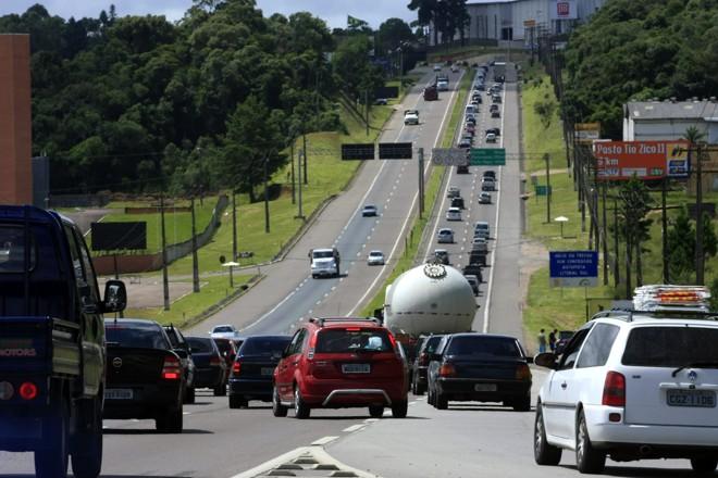 Cerca de 160 mil veículos devem circular nos dois sentidos BR-277, em direção ao Litoral do Paraná, durante o feriado   arquivo/Gazeta do Povo