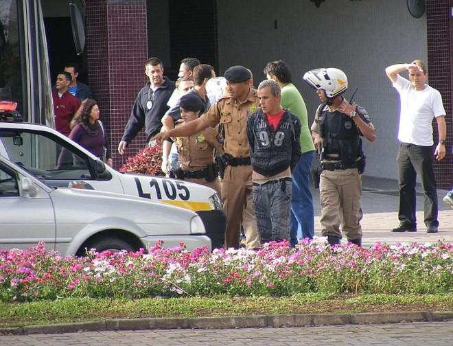 Polícia passava pelo local no momento do disparo e fez a prisão do rapaz | Vivian Federicci/Divulgação