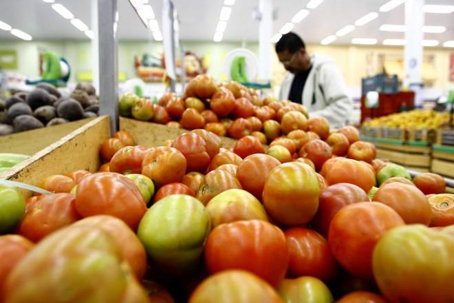O tomate foi o produto que mais contribuiu para o reajuste da cesta básica   Gilberto Abelha / Jornal de Londrina