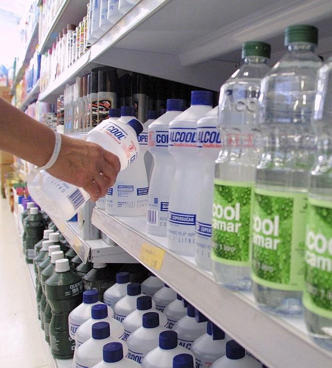 Resultado de imagem para alcool 70 supermercados
