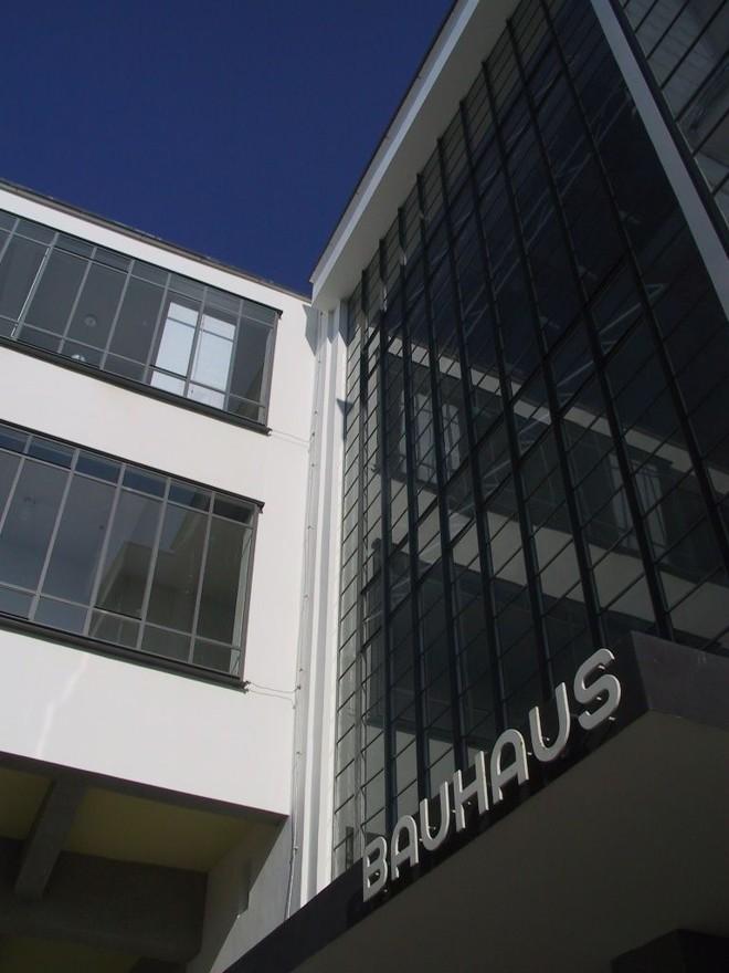 Fachada do prédio principal da Bauhaus na cidade de Dessau | Letícia Kaniak/Divulgação