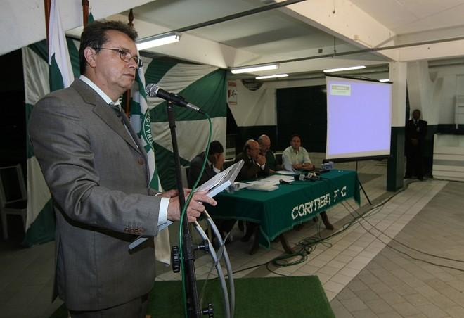 O presidente Jair Cirino discursa durante a posse do novo Conselho Administrativo do Coritiba: reajuste sob avaliação | Pedro Serápio/ Gazeta do Povo