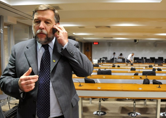 Arns: Beto tenta acalmar os professores. | Albari Rosa/Gazeta do Povo