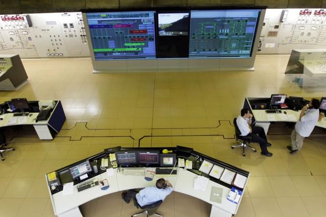 Sala de controle da hidrelétrica de Itaipu: binacional tem vagas para nível médio, técnico e superior | Christian Rizzi/Gazeta do Povo