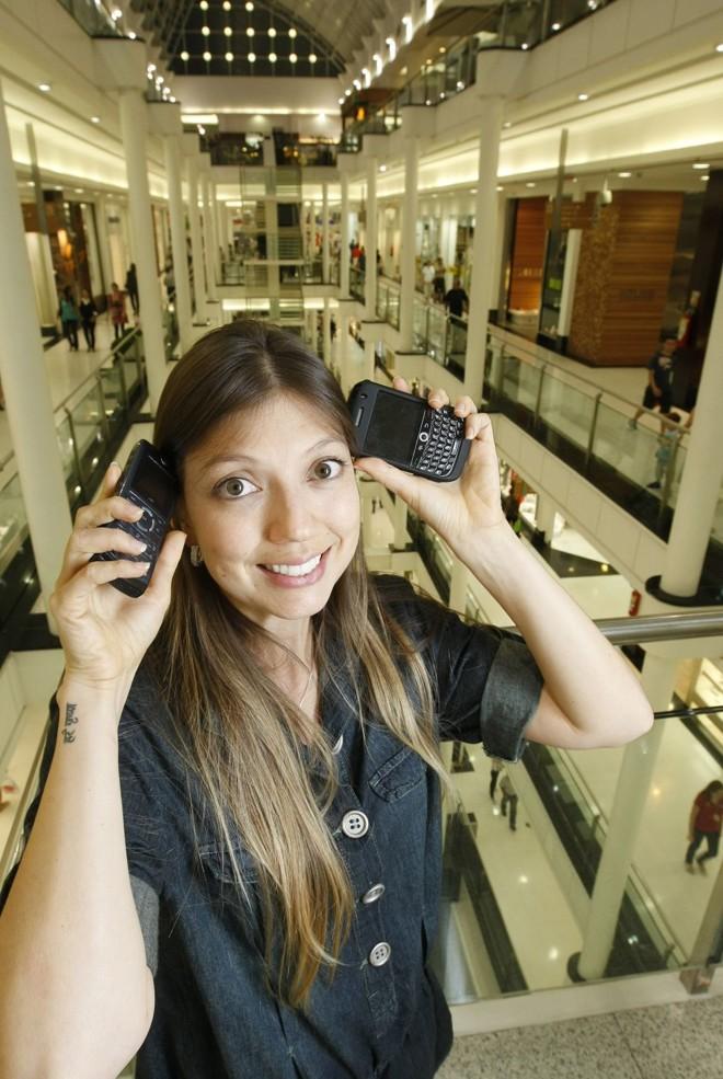 A gerente de marketing Paola Noguchi, de 30 anos, tem uma vida acelerada, mas já fez duas pós | Rodolfo Bührer/Gazeta do Povo