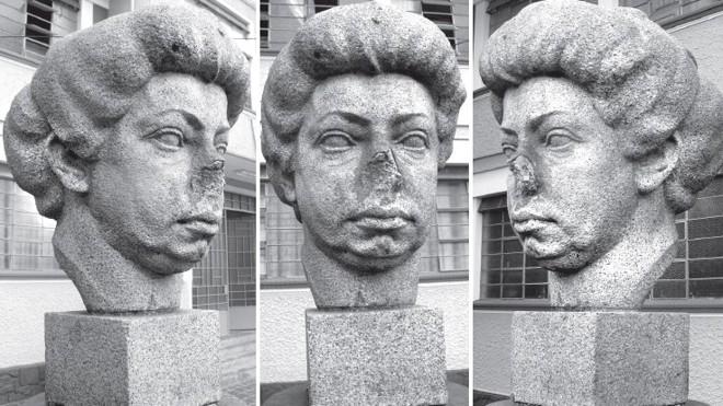 O busto de Julia Wanderley danificado... |