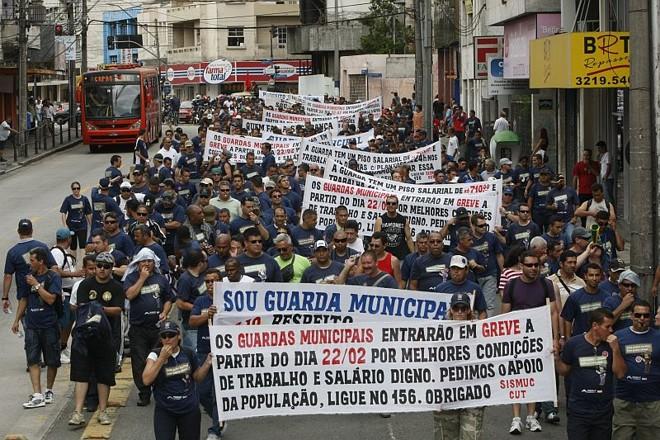 Guardas prometem continuar com suas manifestações na quinta-feira (25) | Marcelo Elias/Agência de Notícias Gazeta do Povo