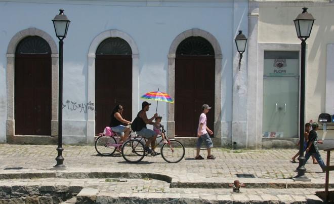 As cidades litorâneas, como Paranaguá, registraram neste domingo mais um dia de temperaturas altas | Daniel Castellano/Gazeta do Povo