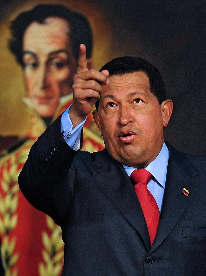 Chávez em frente do retrato de Simón Bolívar: popularidade em queda | Juan Barreto/AFP