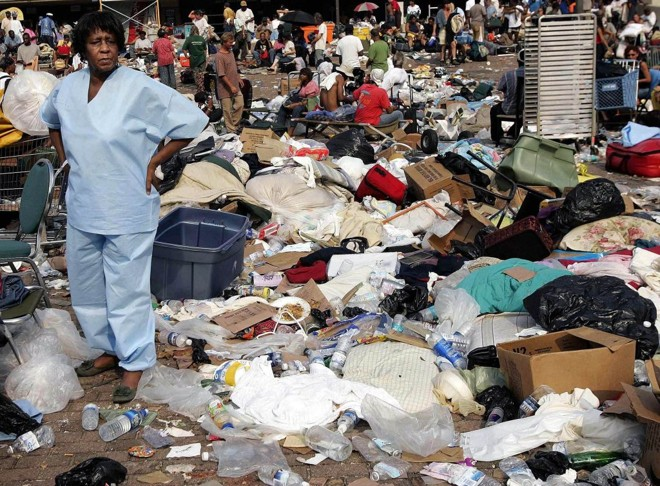 A devastação causada pelo furacão Katrina transformou o Superdome, estádio do Saints, em abrigo provisório: o Super Bowl pode coroar a redenção de Nova Orleans | Shannon Staples/Reuters