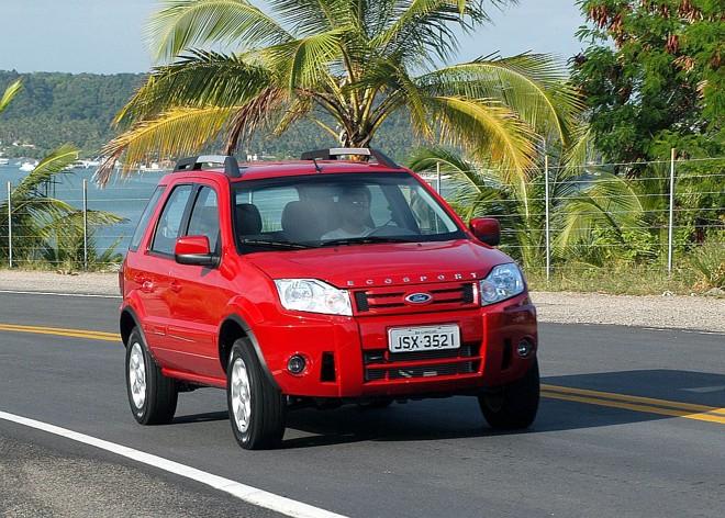 A versão FreeStyle, que começa em R$ 57.190, responde por 60% do mix de vendas do EcoSport. Dianteira com nome do modelo lembra jipes da Land Rover | Fotos: Reginaldo Manente/ Divulgação Ford