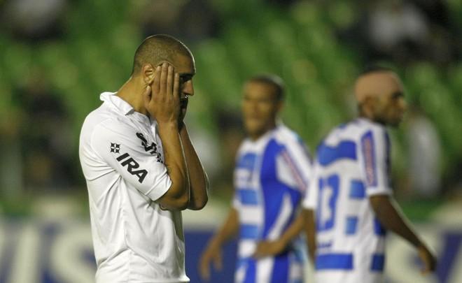 Ariel tentou, mas não conseguiu ajudar o Coritiba nesta quarta-feira | Pedro Serápio / Agência de Notícias Gazeta do Povo