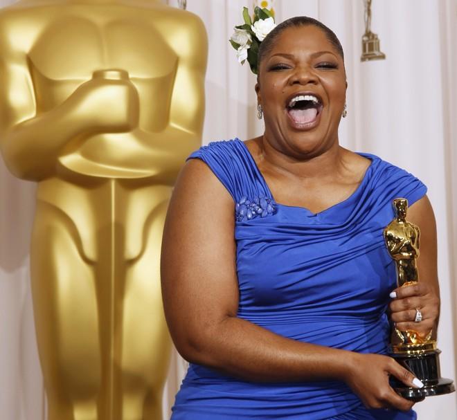 MoNique comemora Oscar de melhor atriz coadjuvante |