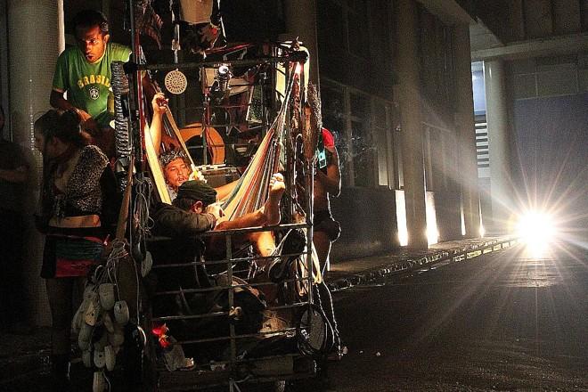 Em cena na rua: montagem expõe olhar sobre os seres invisíveis | Leco de Souza/Divulgação