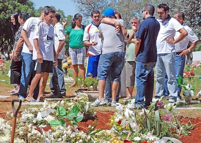 Enterro do atleta Robson Costa, 23 anos, ontem pela manhã,  em Foz do Iguaçu | Roger Meireles