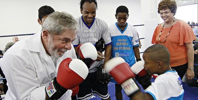 "Lula boxeador: ""olha aqui Dilma o que se faz com os tucanos"".   Ricardo Stuckert/Presidência"