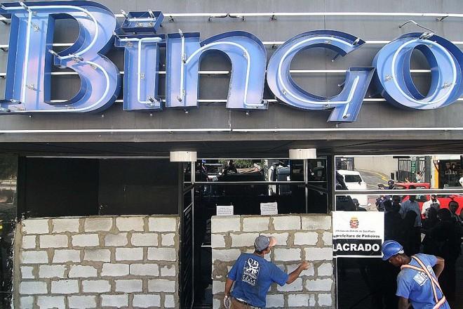 Casa de bingo fechada em São Paulo: bingos e máquinas caça-níques estão proibidos desde 2004 no Brasil | Danilo Verpa / Folha Imagem