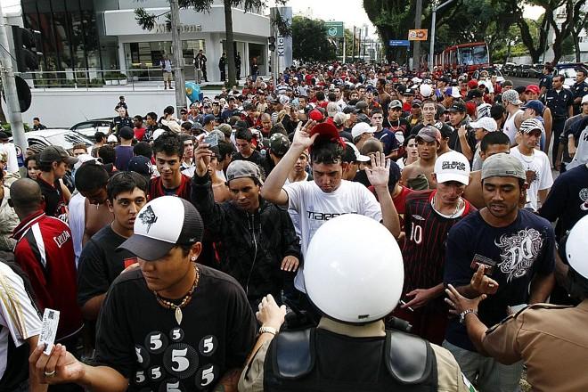 Polícia fiscalizando o acesso à Baixada no clássico de domingo   Daniel Derevecki/ Gazeta do Povo