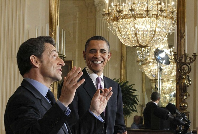 Presidente francês Nicolas Sarkozy discursa ao lado de Barack Obama na Casa Branca | Reuters