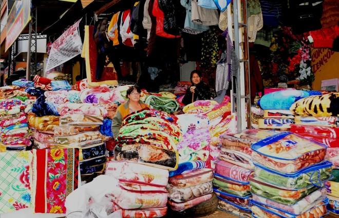 Preço do cobertor no Paraguai é um terço do praticado em Foz do Iguaçu |