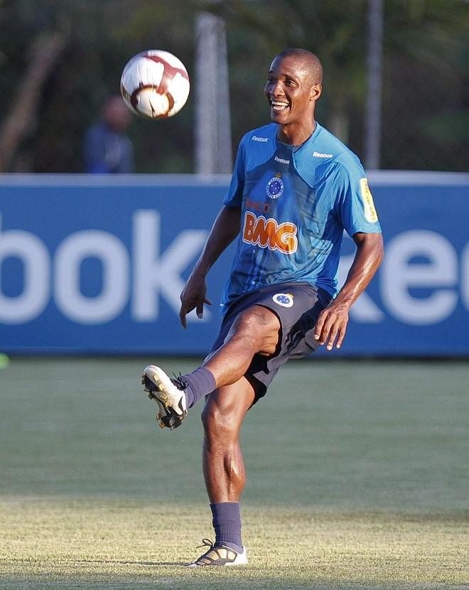 Gilberto, 34 anos, faz parte do grupo com nove trintões da equipe nacional   Vipcomm