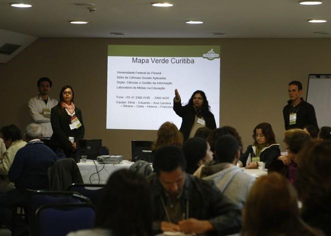 Workshop realizado em Curitiba ensinou dezenas de pessoas a utilizar o Green Map: objetivo é estimular participação   Jonathan Campos/Gazeta do Povo