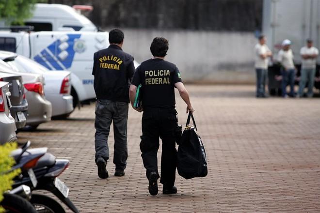 Polícias federais apreenderam documentos em uma universidade ligada ao Ciap, em Londrina | Roberto Custódio/Jornal de Londrina