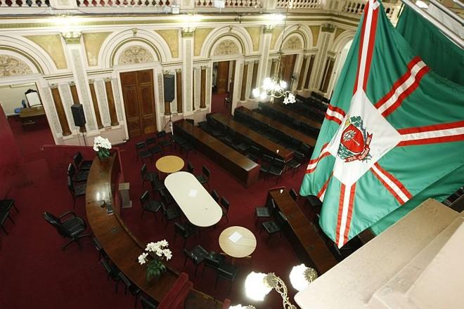 Plenário da Câmara: redução de recesso deve valer apenas para 2011 | Daniel Castellano/ Gazeta do Povo
