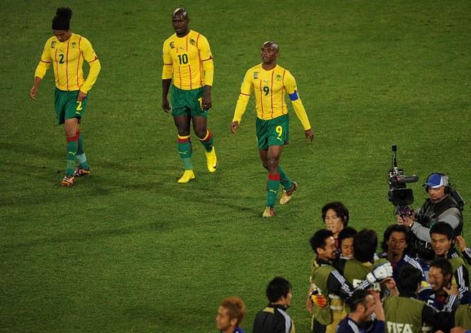 Em dia apagado, Eto'o (9) sai de campo tendo de aguentar a festa japonesa | Pedro Ugarte/AFP