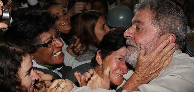 Lula nos braços do povo: presidente não fala em Dilma, mas nome da candidata petista é ovacionado durante inauguração de obra em Minas | Ricardo Stuckert/Presidência