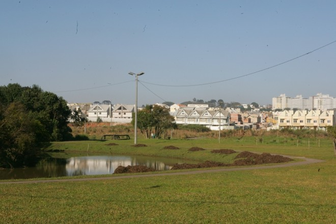 Entorno do Parque Atuba concentra construções de conjuntos de sobrados | Aniele Nascimento/Gazeta do Povo