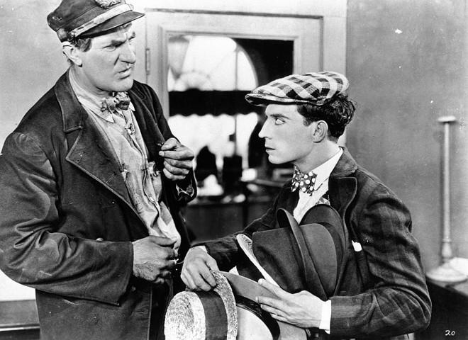Buster Keaton ao lado do grandalhão Ernest Torrence: pai e filho muito diferentes (na aparência) | Divulgação