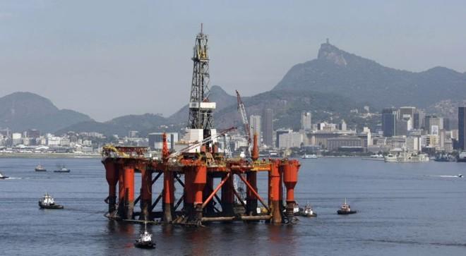 Plataforma no Rio de Janeiro: segundo a ANP, campos de Libra e Franco têm potencial para dobrar as reservas brasileiras   Bruno Domingos/Reuters