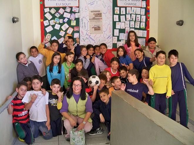 A atividade desenvolvida pela professora Sonia Domingues com seus alunos de 4ª série da Escola Municipal Paulo Freire, em Curitiba, está entre os cases do livro | Divulgação