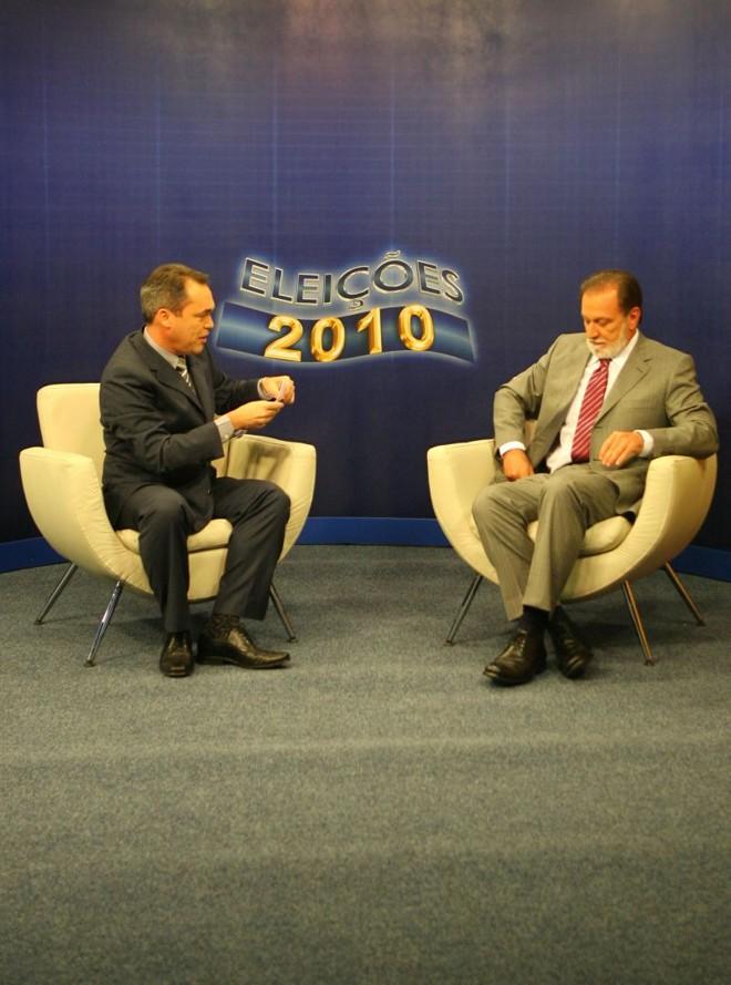 Osmar Dias (à direita) no Paraná TV: Pronasci é aposta para segurança | Priscila Forone / Gazeta do Povo