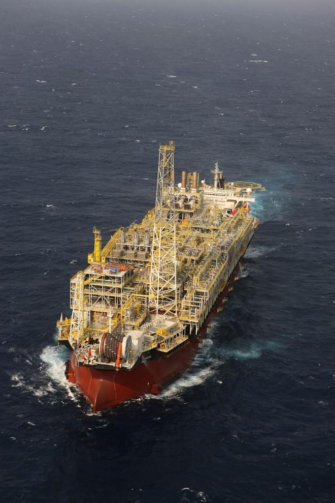 O navio-plataforma Angra dos Reis: receita e coleta de informações. | Divilgação
