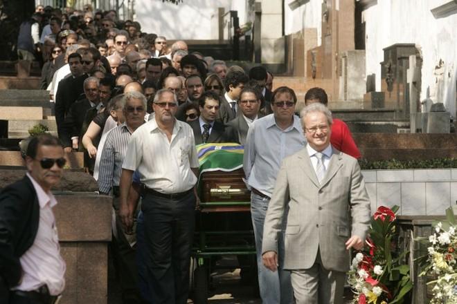 Enterro de Tuma: políticos de vários partidos estiveram no sepultamento   Sérgio Neves / Agência Estado
