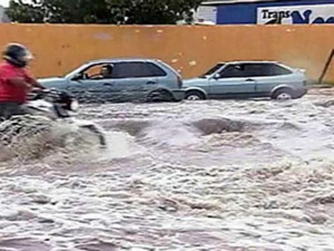 Chuva forte atingiu ruas de Petrolina | Foto: Reprodução/TV Globo Nordeste