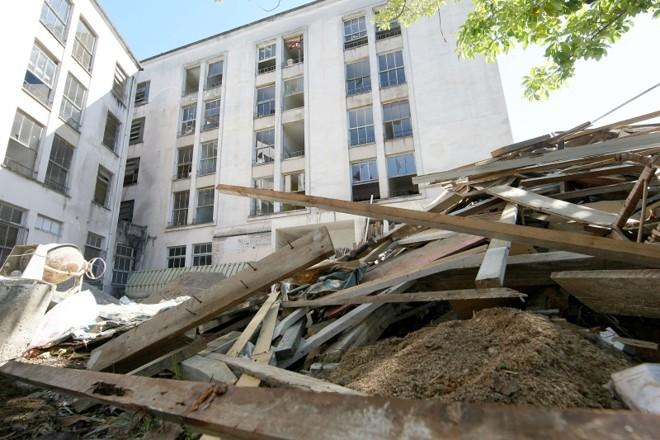 Metade do prédio da CEU permanece interditada e estudantes reclamam que parte reformada já apresenta problemas | Valterci Santos/Gazeta do Povo