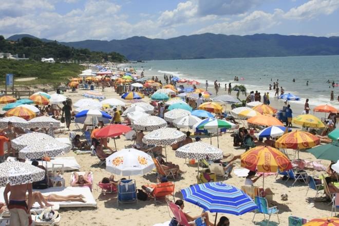 Praia de Jurerê, em Santa Catarina: balneário de luxo se mobiliza para impedir construção de estaleiro da EBX | Giuliano Gomes/ Gazeta do Povo