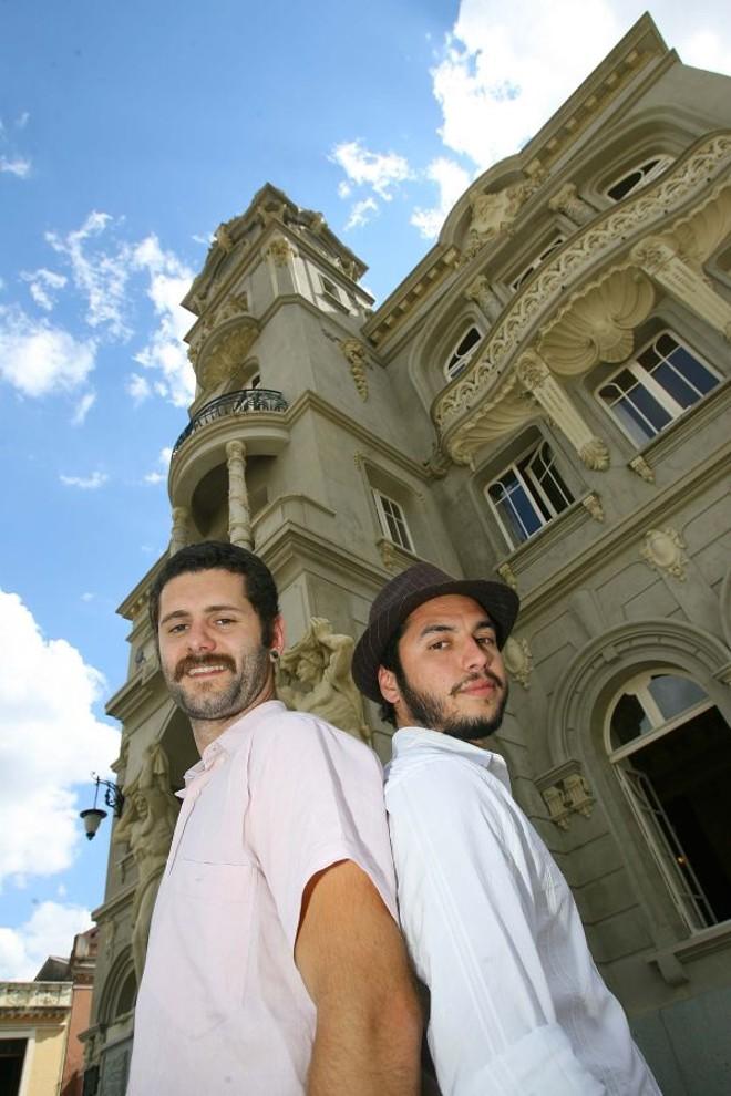 Os músicos João Felix e Bernardo Bravo: sintonia para compor canções | Ivonaldo Alexandre/Gazeta do Povo