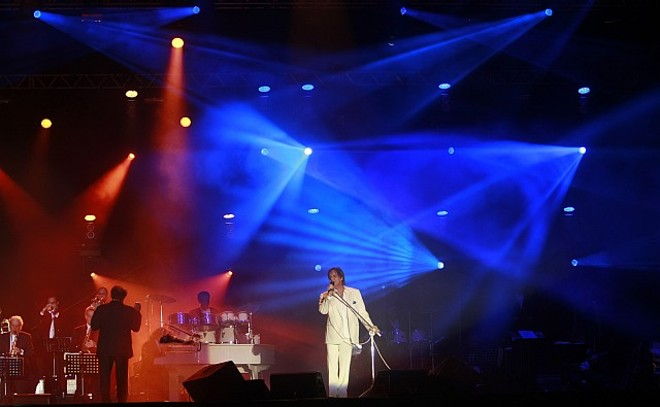 O cantor Roberto Carlos se apresentou para mais de 50 mil pessoas, em Curitiba, neste sábado (6), informou a organização | Antonio Costa - Agência de Notícias Gazeta do Povo
