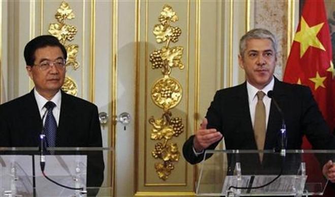 O presidente chinês, Hu Jintao, disse neste domingo que seu país vai apoiar os esforços de Portugal para combater a crise financeira, mas não se comprometeu com a compra de títulos da dívida portuguesa, como o país ibérico esperava | Reuters