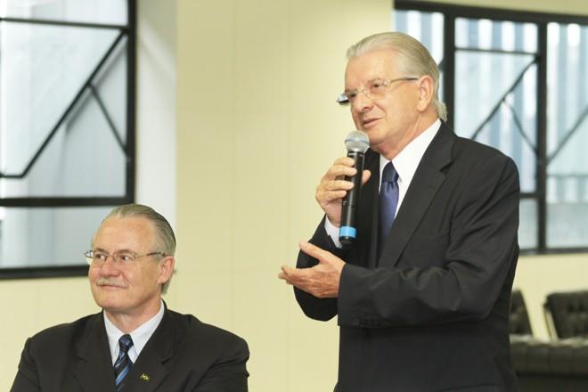 O deputado Nelson Justos assume o governo do estado do Paraná, em cerimônia no gabinete do governador, no Palácio das Araucárias   Giuliano Gomes/Agência de Notícias Gazeta do Povo