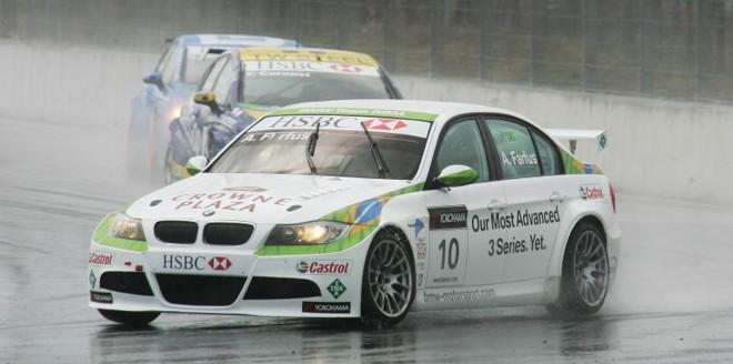 Farfus durante etapa realizada no Autódromo Internacional de Curitiba, em Pinhais | Daniel Castellano / Agência de Notícias Gazeta do Povo (Arquivo)