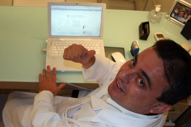 Clínico-geral Ivan Jose Paredes Bartolomei: e-mail é útil para manter contato com pacientes, sanar pequenas dúvidas e dar orientações | Walter Alves/Gazeta do Povo